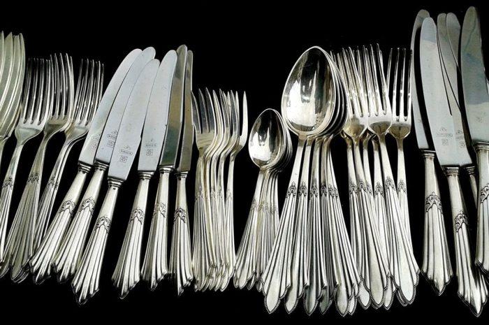 Naczynia i sztućce – co jest najważniejsze w wyborze?